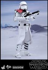 Фигурка Сначала закажите чиновнику Snowtrooper Hot Toys Звездные войны фотография-02.jpg
