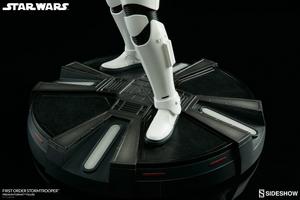 Коллекционная фигурка Штурмовик Первого ордена Sideshow Collectibles Звездные войны фотография-11.jpg